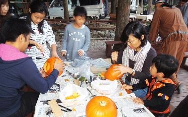 かぼちゃランタン作り